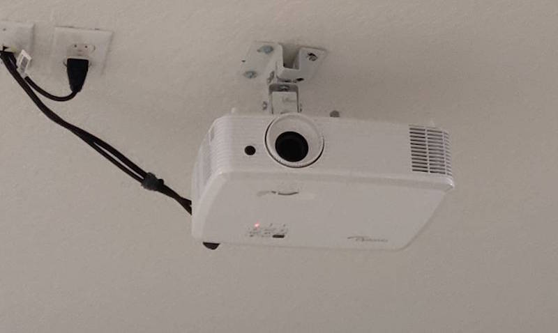 optoma hd27 projected installed in ceiling